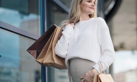 Comment choisir ses vêtements de grossesse : quelles coupes choisir ?