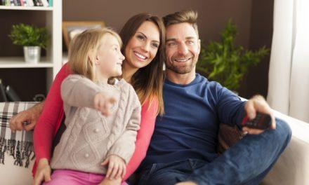 Comment revoir un programme TV en replay : quelle astuce choisir ?